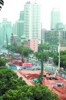 地铁2号线五一大道迎宾路口站昨日建设工地现场鸟瞰.余志雄 摄-长沙高清图片