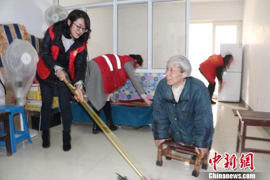 河北邢台一社区接力10年照顾残疾老人