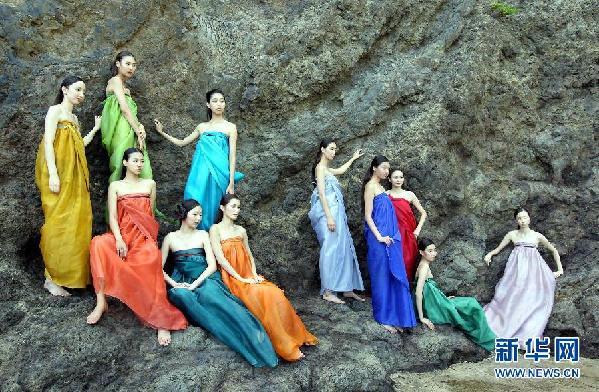 """独岛争端""""色彩斑斓"""":韩国模特岛上秀服装"""