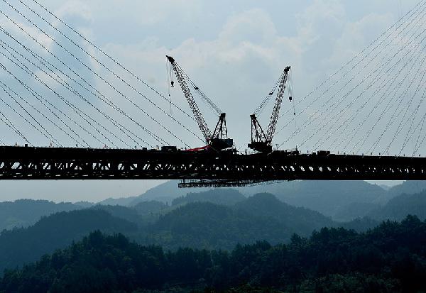 7月28日,湖北恩来高速(湖北恩施至来凤)忠建河特大桥成功合龙,标志着恩黔恩来高速公路上的133座桥梁和隧道全线贯通,一期路基工程建设基本结束。新华社发(宋文摄)   7月28日,湖北恩来高速(湖北恩施至来凤)忠建河特大桥成功合龙,标志着恩黔恩来高速公路上的133座桥梁和隧道全线贯通,一期路基工程建设基本结束。新华社发(宋文摄)   7月28日,湖北恩来高速(湖北恩施至来凤)忠建河特大桥成功合龙,标志着恩黔恩来高速公路上的133座桥梁和隧道全线贯通,一期路基工程建设基本结束。新华社发(宋文摄)