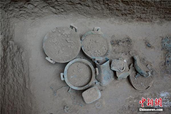 中字型墓葬结构图